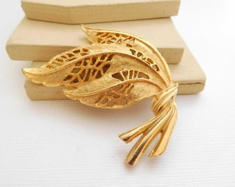Vintage Large Gold Tone Nouveau Leaf Flourish Brooch Pin OO26