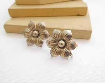 Vintage Marked Sterling Silver Flower Screw Back Earrings P21