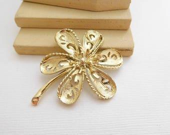 Vintage 1960s Large Light Gold Tone Filigree Flower Brooch Pin NN20