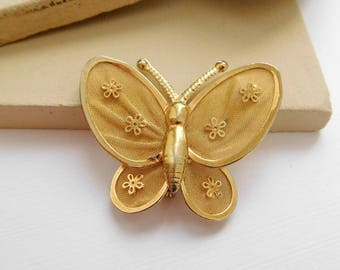 Vintage Yellow Gold Tone Mesh Flower Wing Butterfly Brooch Pin B38