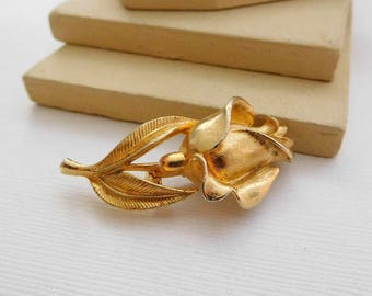 Vintage Yellow Gold Tone Blooming Rose Flower Brooch Pin QQ7