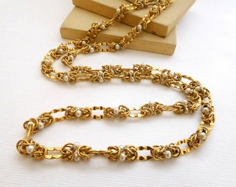 Retro Vintage Yellow Gold Tone White Glass Pearl Crinkle Chain Necklace D32