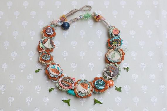 alta qualità buon servizio ufficiale Collana floreale crochet con bottoni in stoffa gioielli di | Etsy