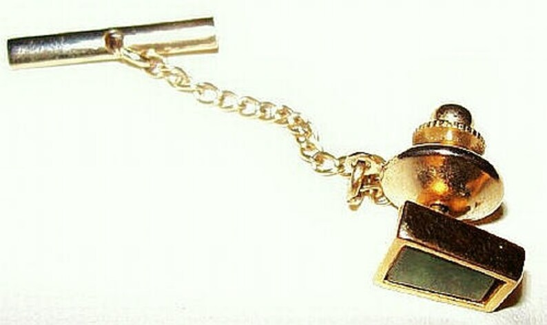 Jade Green Tie Tac Pin Gold Metal Bar /& Chain Fathers Day Vintage