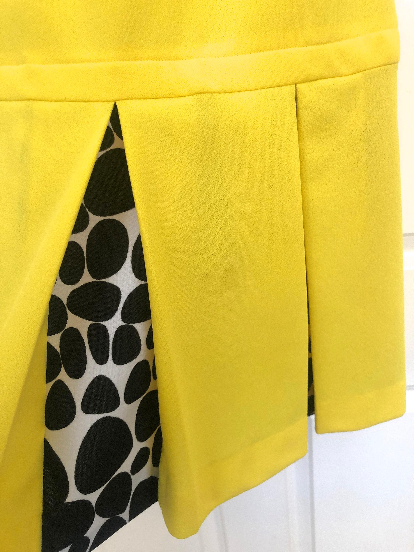 Vintage Scarf Styles -1920s to 1960s Vintage Kay Windsor Mod Bright Yellow Black White Polka Dot Peekaboo Pleats Drop Waist Shift Tank Dress Polyester Summer Spring Cheerleader $0.00 AT vintagedancer.com