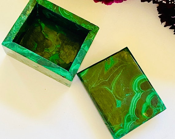 Small malachite pill box, malachite box, ring box, wedding ring box, pill box, OOAK, engagement ring box, stone box, gemstone box