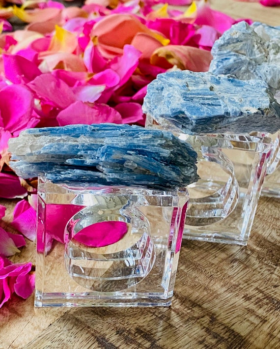 Blue kyanite napkin rings (set of 4), Acrylic Napkin Rings, Table Decor, Crystal napkin rings, kyanite home decor, table decor, blue crystal