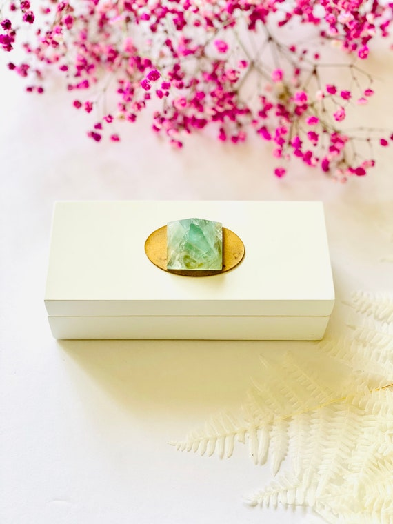 Small White Lacquer box with a Fluorite Pyramid, Gift Box, Bridal Gift Box, Fluorite Specimen, gift box, gifts