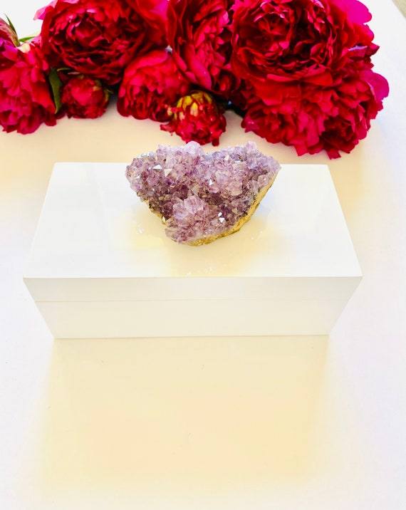 White Lacquered box with an Amethyst Crystal, Amethyst, Valentine's Day Gift, Gift Box, Gifts for her, Amethyst Birthstone, Jewelry Box