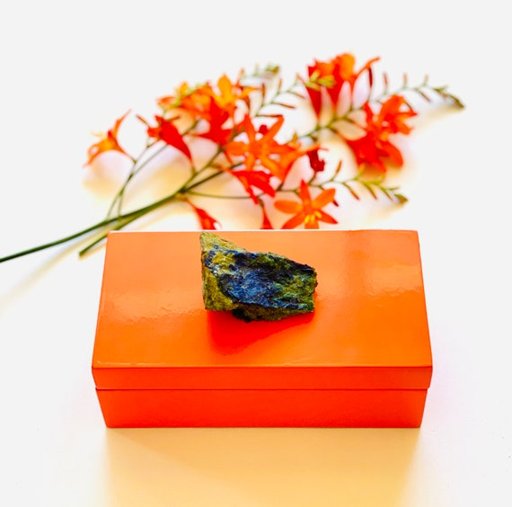 Medium Orange Lacquer Box with a Azurite Specimen, jewelry box, ring box, bridal gift box, azurite box, gemstone box, agate box, gift box