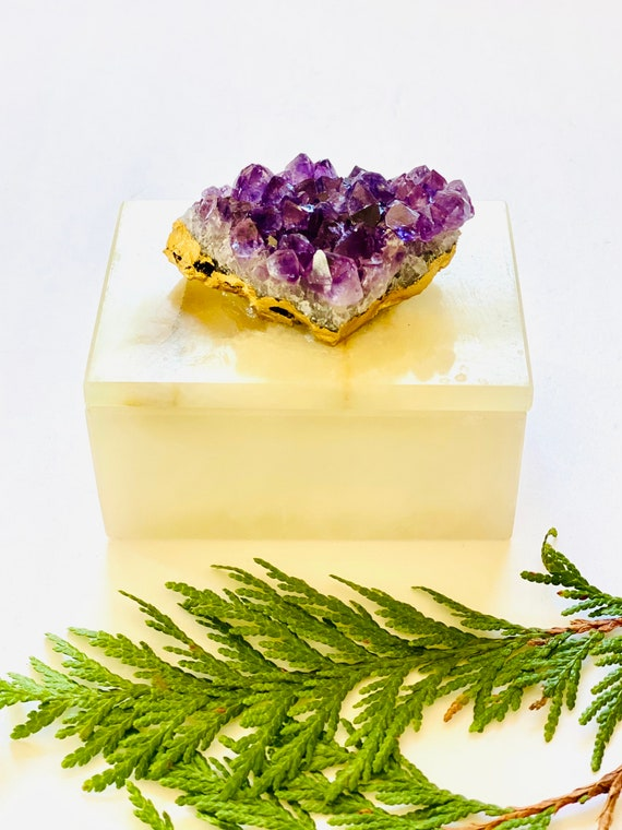 Small Onyx Box with Amethyst Crystal, Crystal box, stone box, ring box, jewelry box, gemstone box, wedding gift box, gift for her