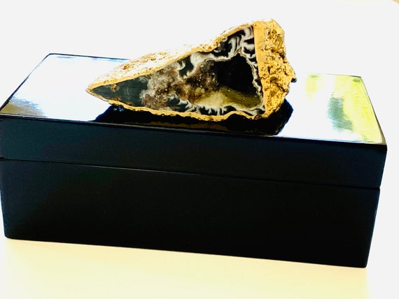Black Lacquer box with a gorgeous geode on top, Geode Box, Agate Box, Gifts for him, Gift box, jewelry box, watch box