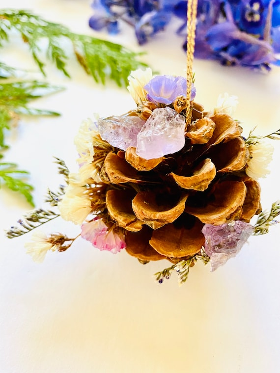 Pinecone Ornament with Strawflowers, Enchanted Forest ornament, Pinecone, Christmas Ornaments, wildflowers ornament, farmhouse ornament