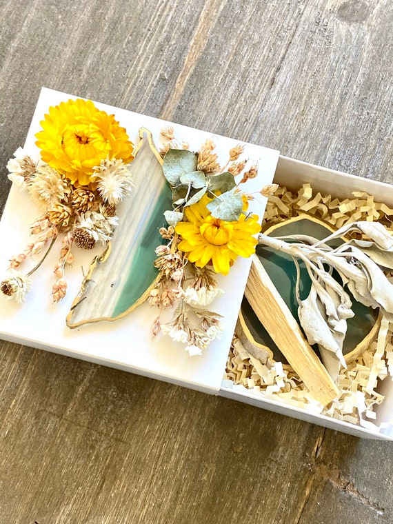 Agate Gift Box, Geode Gift Box, Get Well Soon Crystal Gift Box, Self Care Package, Wellness Crystal Gift Box, Palo Santo gift set, Sage