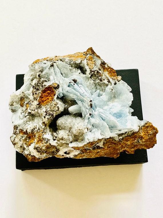 Blue Bararite Crystal, Blue Crystal Gemstone, Raw bararite Healing, crystal object, Desk decor, home decor in quartz, paperweight
