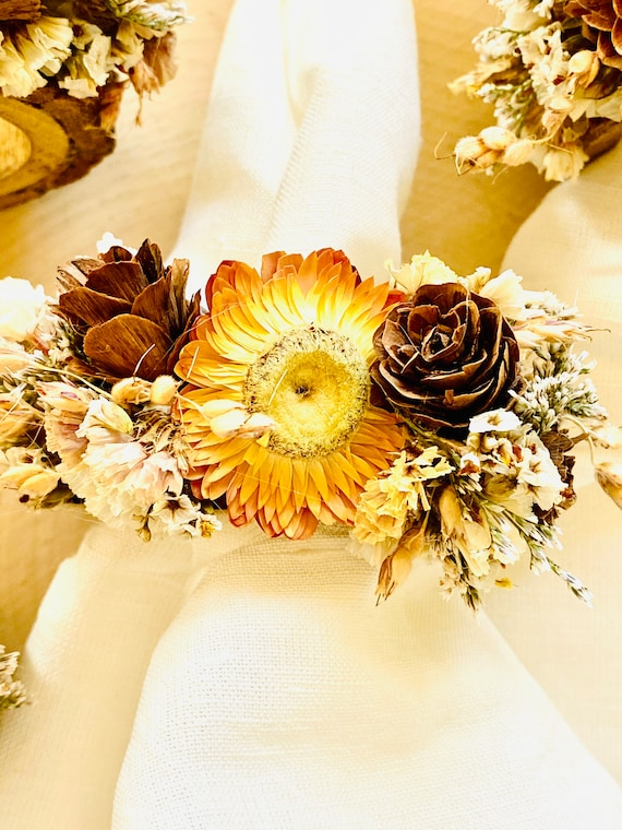 Dried Flowers Napkin Rings , Napkin Rings, Napkin Rings, Strawflowers, Wood napkin rings, farmhouse decor, Thanksgiving table