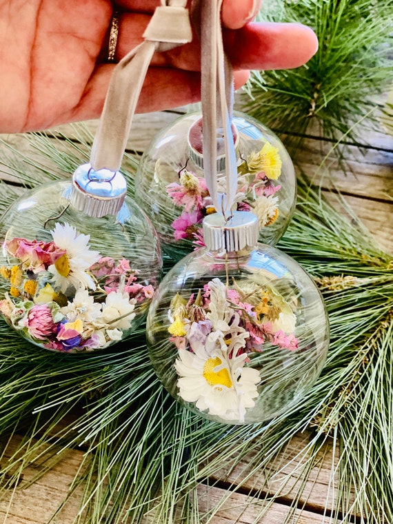 Dried Flower ornament, Christmas tree Ornaments, Dried flowers, Strawflowers, Boho Christmas ornament, Farmhouse ornament, Ornament exchange