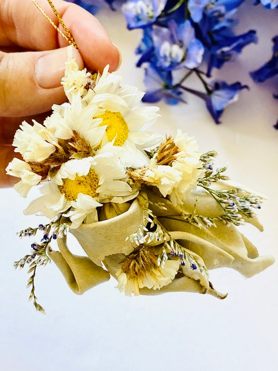 White Sage Ornaments with Strawflowers, Sage Clusters, Smudge Sticks, White Sage, Christmas Ornaments, Sage, wildflowers with sage