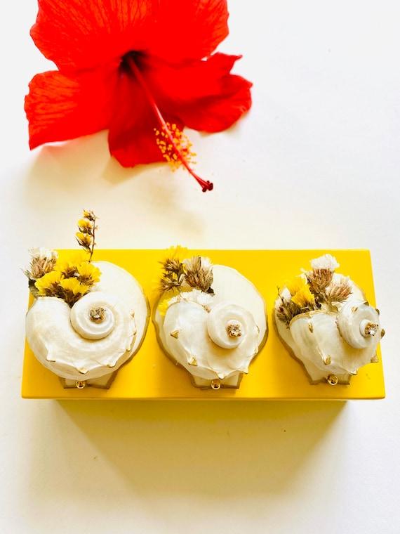 Small yellow lacquer box with Seashells and dried flowers, Yellow Lacquer box, seashell box, keepsake box, gift box, ring box, jewelry box