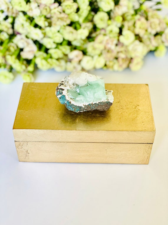 Medium brushed gold box with green apophyllite, green crystal, Crystal gift box, Jewelry box, Geode Box, Green apophyllite, bridal box, gift