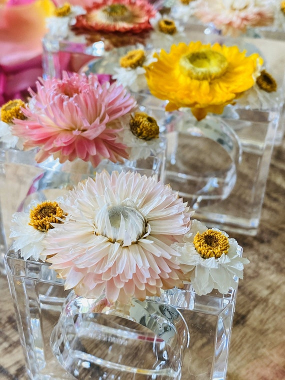 Napkin Rings with botanical dried flowers  (set of 6), Dried Flowers, Flower napkin rings, straw flowers, home decor in dried flowers