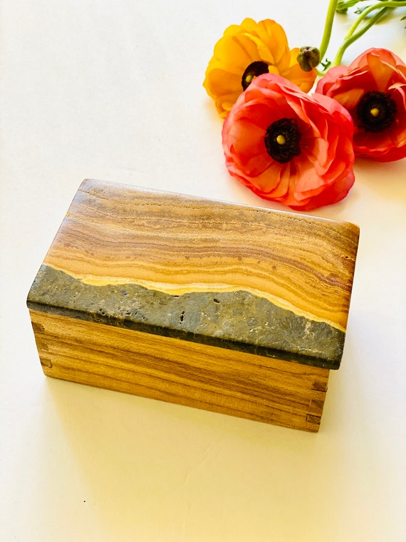 Natural Banded Onyx and Wood Box, Vintage Wood box, onyx box, trinket box, jewelry box, Ring box, Gift Box