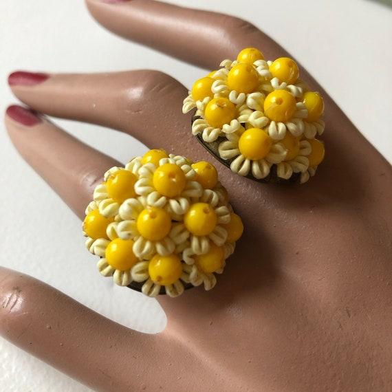 Vintage daisy yellow flower earrings 60s