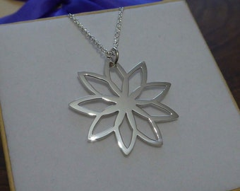 Spirograph Flower Silver Pendant - Silver Flower Necklace - Silver Spirograph Pendant