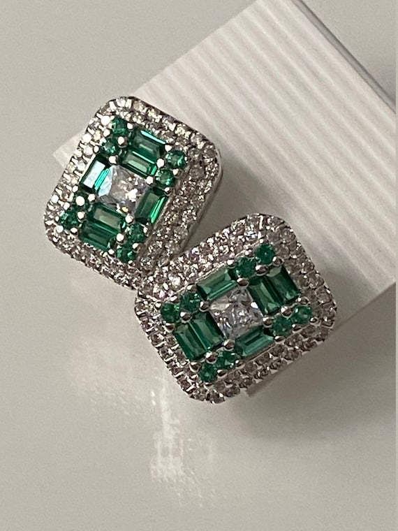 Fine Jewelry* Earrings Handcrafted.Gemstones Emerald & White Topaz. Sterling Silver