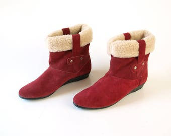Vintage 80s cranberry red suede leather ankle boots with fleece liner warm winter booties womens size 9 made in Spain