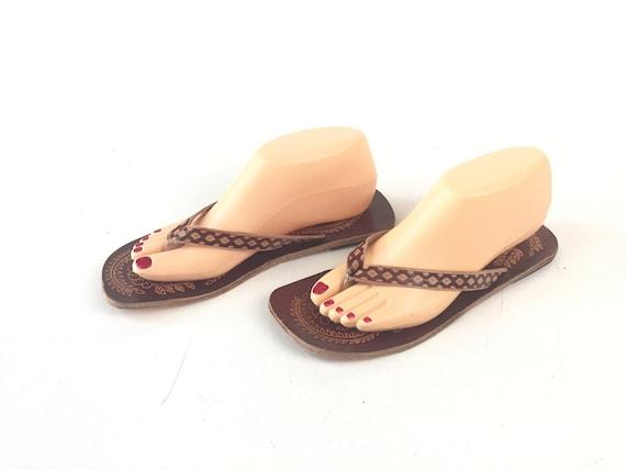 Vintage 70s tooled leather flip flops slides flats shoes hippie sandals boho handmade womens size 8.5 or 9 US or 40 EU summer beach brown