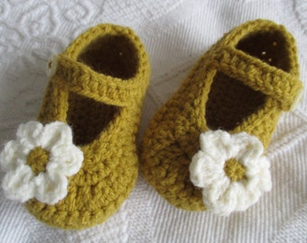 da2e6e759f3 crochet baby shoes crochet Mary Janes  mustard baby shoes