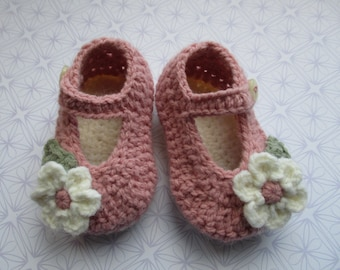 crochet baby shoes crochet Mary Janes; blush pink baby shoes, baby girl shoes baby booties, flower baby slippers; ready to ship, uk seller