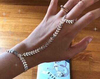 Shiny Silver Arrows Hand Bracelet - Bright Chevron Chain