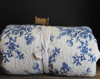 Vintage Laura Ashley Blue Floral Full Size Quilt and 2 Pillow Shams     Cotton    Blue and White    93