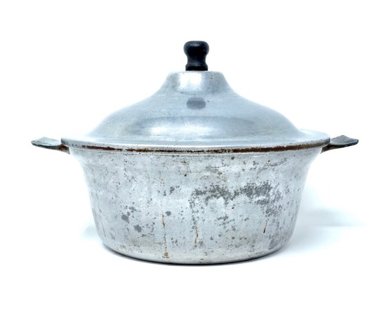 Vintage Aluminum Pot with Lid 20s Cookware Club Aluminum Ware With Personal Service Domed Lid Black Wood Knob Small Stock Pot Flared Handles