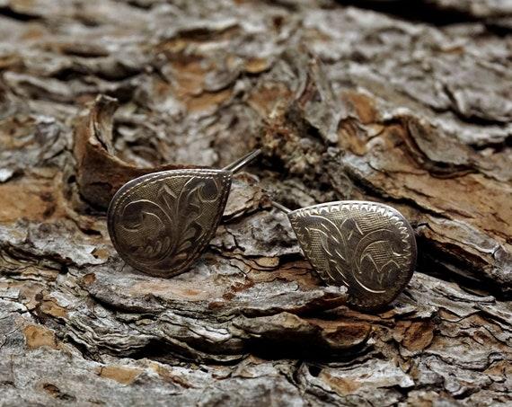 Vintage Silver Earrings Etched Teardrop Shape Earring Pair 925 Sterling Scroll Design Thin Flat Lightweight Dangling Earrings Pierced