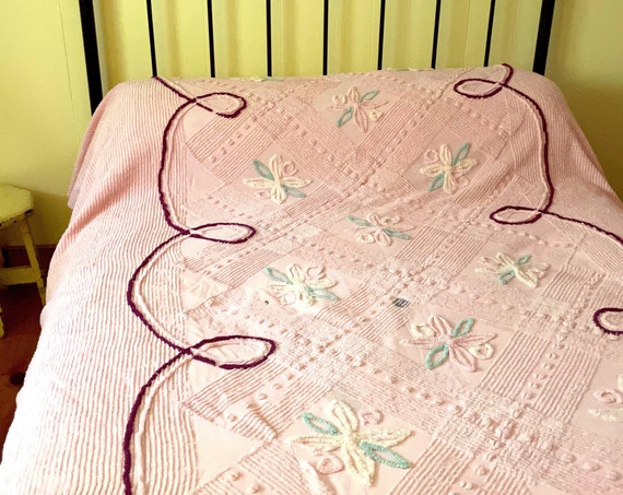 Vintage Bedspread Chenille Pink Full Size Coverlet Floral Scroll Burgundy Double Twin Sized Girl Room Retro Chenille Repurpose Fabric Supply