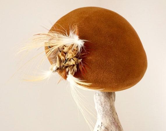Vintage Hat La Familiare Calot 40s Womens Juliet Chestnut Brown Felt Tam Hat Cream Feather Birds Beret Italian Made Amber Glass Bead Hat Pin