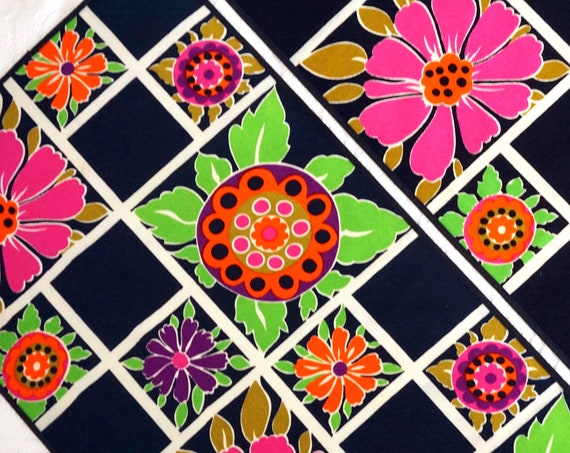 Mod Table Linens Black Floral Table Runners & Placemat Bold Pink Green Daisy Print Scandi Modern Ulla Scheuer Look Linens 60s Screen Printed