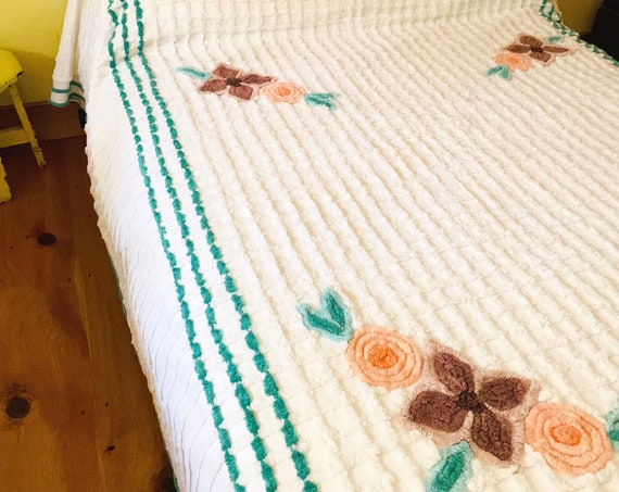 Vintage Chenille Bedspread White Grid Pattern Peach Floral with Mauve Green Border Full Size Coverlet Retro Bedding Tufted Chenille Blanket