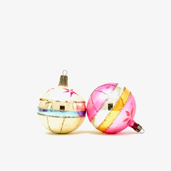 Vintage Christmas Ornaments Polish Balls Off White Magenta Hand Painted Flowers 40s Foiled Glass Balls Gold Silver Blue Mica Glitter Poland.