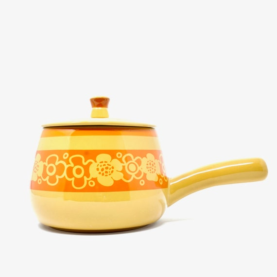 Vintage Bean Pot Orange Daisy Print Mustard Gold 70s Stoneware Small Pot with Lid Handle Oven Proof Cookware Cortina Imperial International