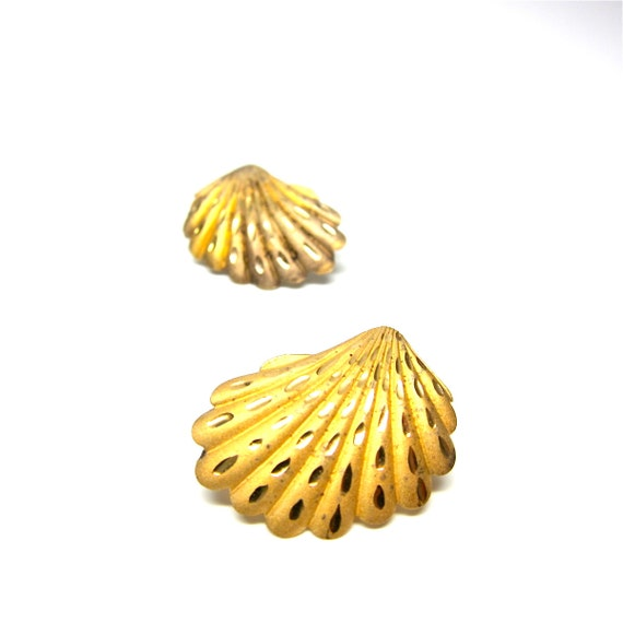 Vintage Seashell Earrings Gold Toned Post Back Earrings