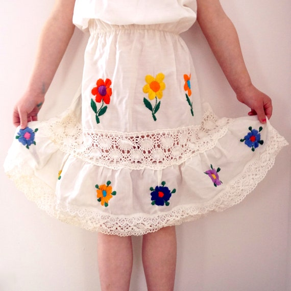 Vintage Girls Dress Daisy Embroidered 1970s Peasant Style Bold Flowers Off The Shoulder Elastic Waist Lace Tiered Skirt Mid Length Handmade