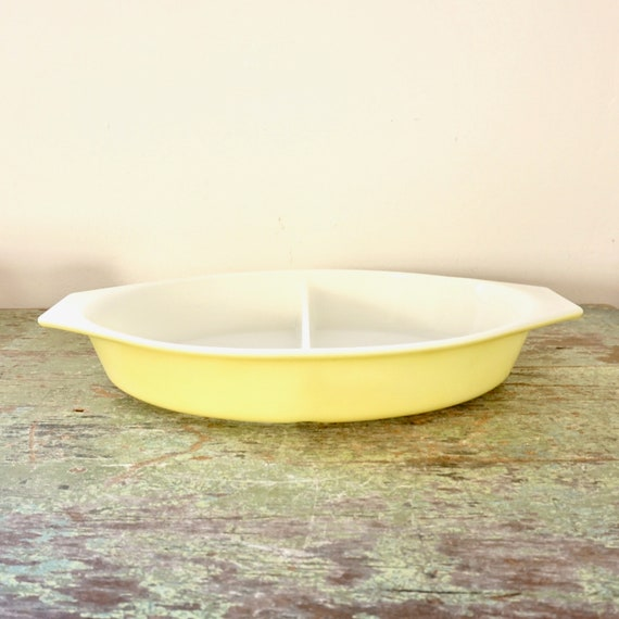 Vintage Pyrex Yellow Divided Casserole Verde Collection Pyrex Ovenware Dish Marked 18 1.5 Quart Capacity No Lid 60s Server Light Sun Yellow