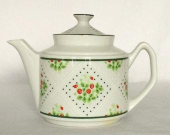 Teapot 24 fl.oz. Swiss Strawberry Dots Enesco