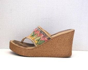 6466e4416 SBICCA.....RAINBOW Yarn Woven Wedge Platform Shoes Size 8