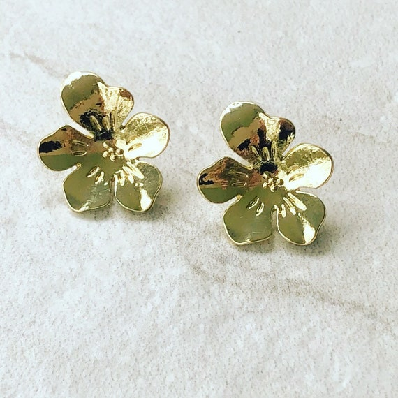 Shiny Gold Flower Stud Earrings