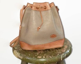 9f66faa4dad5 Liz Claiborne Genuine Leather Beige Tan Bucket Bag